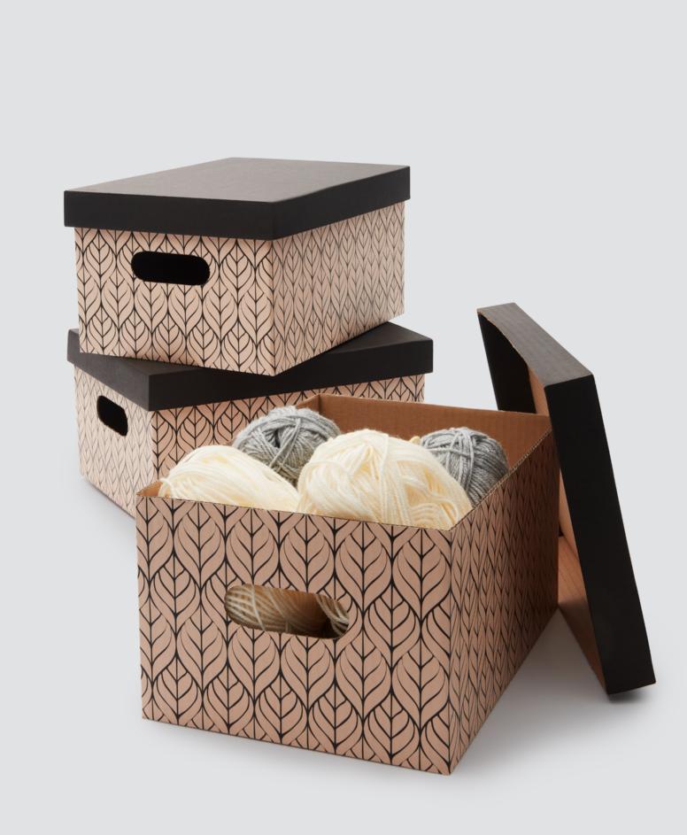 Pudełka kartonowe różne wzory, kolor beżowy, czarny, wymiary: 3-pak A4 – 10 zł, 2-pak, wymiary: 37 x 27 x 21 cm – 10 zł, 2-pak, wymiary: 47 x 31 x 32 cm – 15 zł